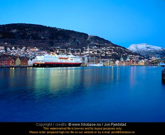 Hurtigruten ved Vågen i Bergen   046_068