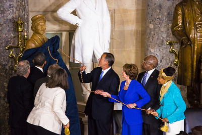 President Barack Obama and congressional leaders unveiled a full-length statue of civil rights icon Rosa Parks in the Capitol on Feb 27.