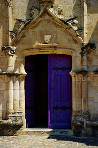 Open_church_door_Coulon_Vertical_D3S2513