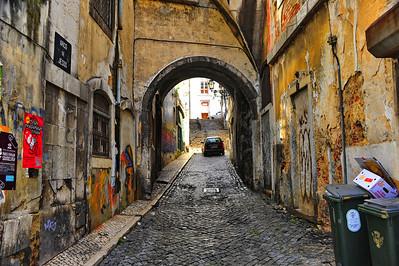 Alfama alleyway, Lisboa, Portugal