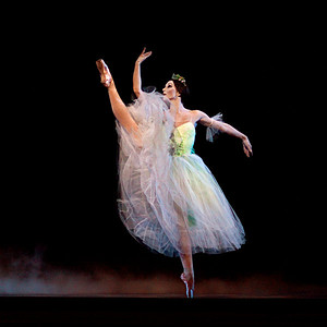 Kathleen Breen Combes dances Myrtha in Boston Ballet's Giselle