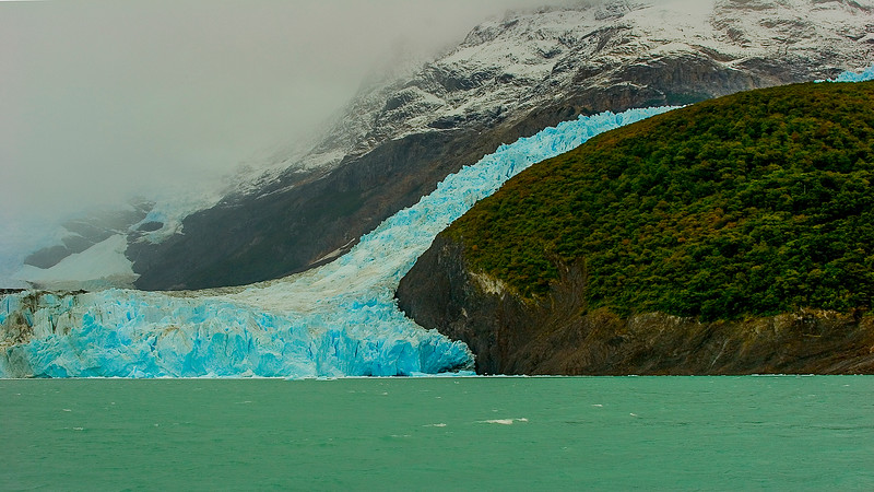 An advancing glacier descending into Lago Argentino , outside of El Calfate , Argentina