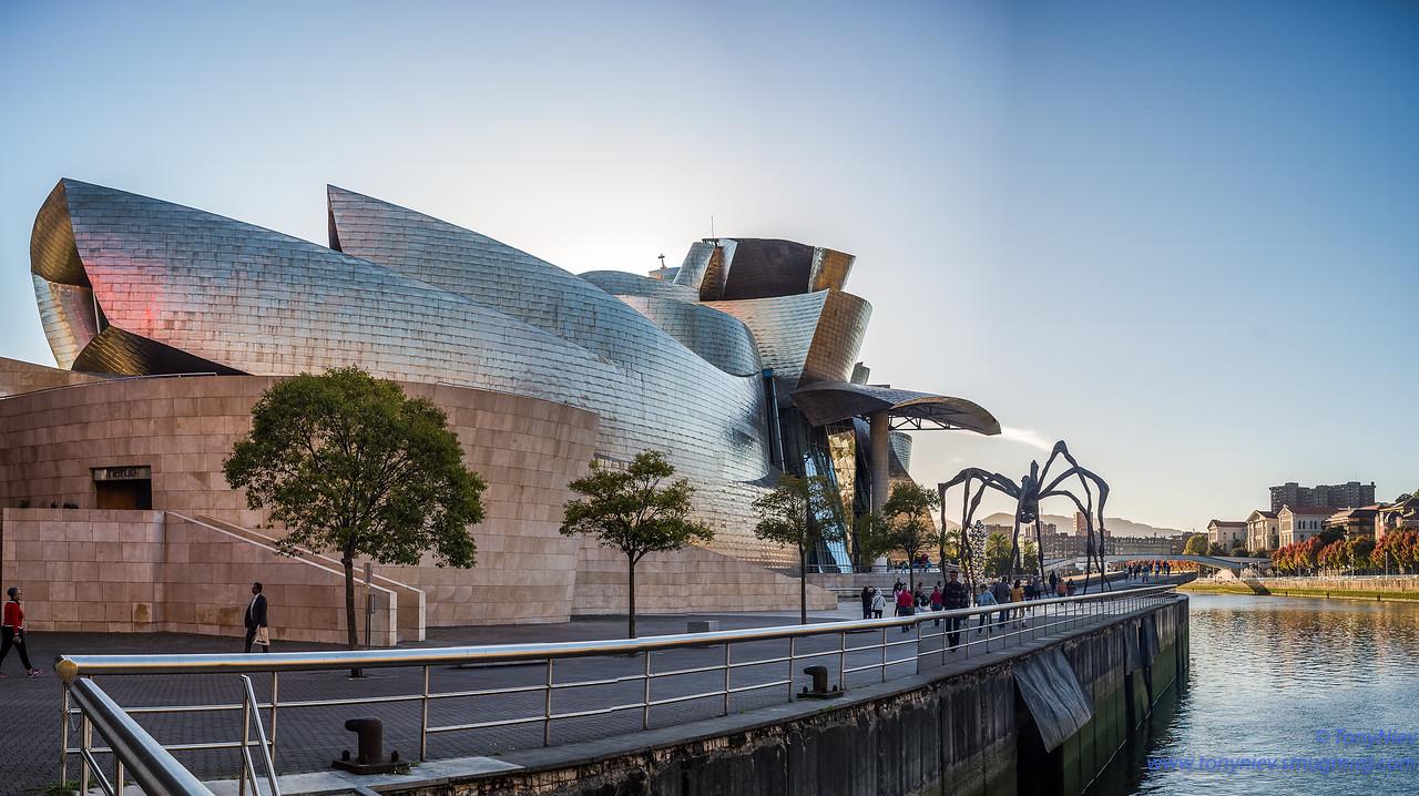 IMAGE: https://photos.smugmug.com/Photography/Bilbao-Guggenheim-Museum-Leica-m10/i-hNcmdhC/0/980ca115/X2/L1005675-Pano-X2.jpg