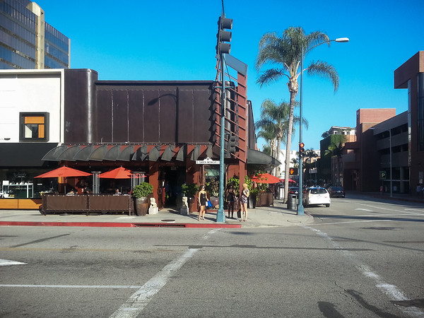 Valerie made reservations at Crustacean in Beverly Hills.  We have not eaten here very many times...and it has been several years since our last visit.