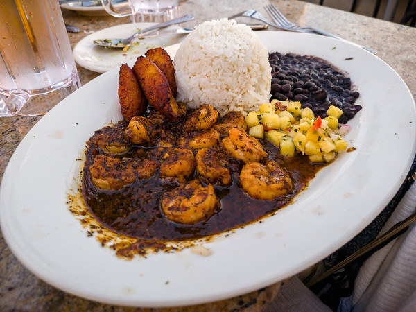 Valerie ordered the Jamaican Black Pepper Shrimp so I wouldn't have to choose it over the Cajun Jambalaya Pasta (my favorite dishes on the menu).