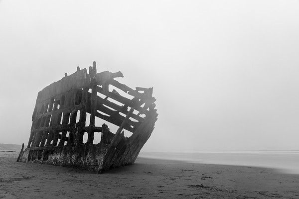 Wreck of the Peter Iredale: Black & White