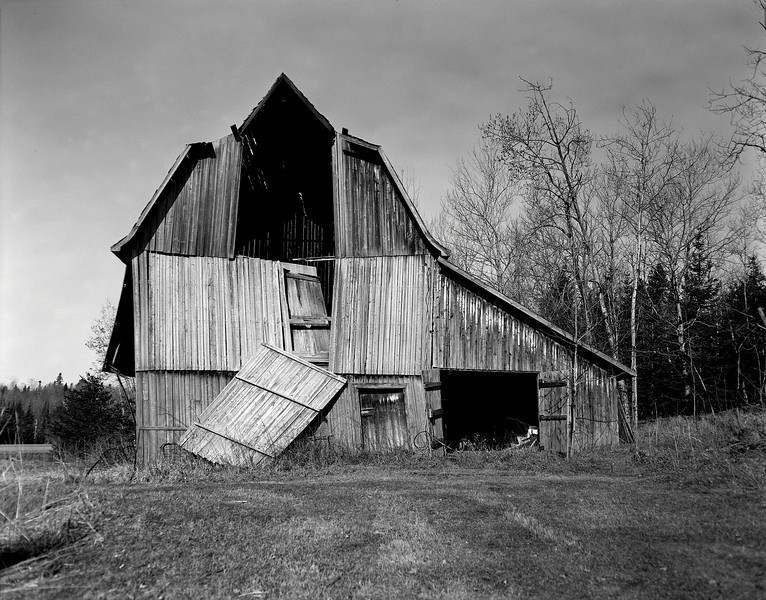 Another view of the Findlay barn.<br /> <br /> Graflex Speed Graphic 4x5 camera (1940-1946) with Ilford FP4+ film tray developed in Kodak D76 for 8.5 minutes at 20C.