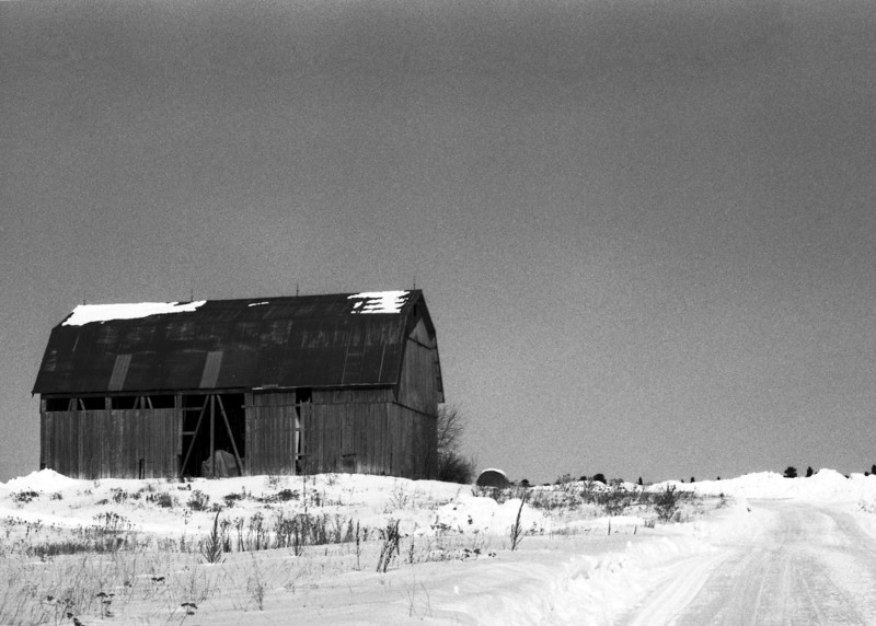 Local barn. <br /> <br /> Photographed on ORWO UN54 (cine film) b&w film and semi stand developed in HC-110 using the unofficial dilution 'J' (1+150) for 60 minutes at 19C. Initial agitation first 60 seconds then again for 10 seconds at the 30 minute mark. I used my Leica R4 to take the photo.