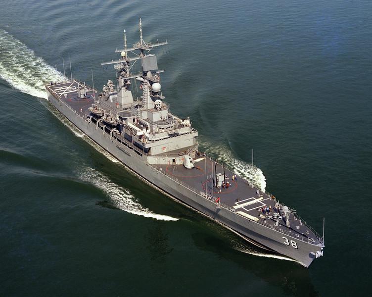 USS Virginia (CGN-38)<br /> <br /> Date: September 13 1976<br /> Location: Hampton Roads, VA<br /> Source: Nobe Smith - Atlantic Fleet Sales