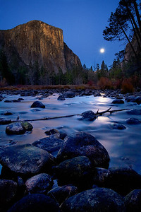 El Capitan at night Yosemite National Park, California El Capitan的夜晚 約塞米蒂國家公園,加州