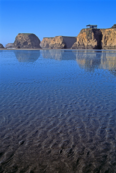 Low Tide Reflection California Coast. 低潮鏡 加州海岸