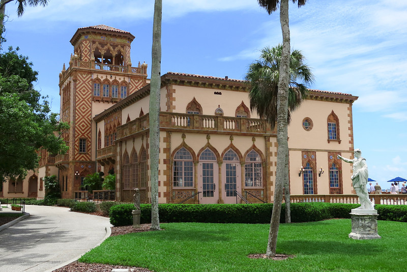 'Ca d'Zan' residence. Lovers of the Venetian aesthetic, the Ringlings chose the site overlooking Sarasota Bay for its vista, which reminded them of the lagoon of their favorite city.The name of the residence is Venetian for House of John.