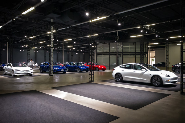 MAY - Tesla's Culver City Service Center could only handle a few deliveries at a time...their Marina del Rey Delivery Center can handle dozens!