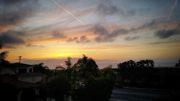 Sun sinks into the Pacific Ocean
