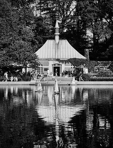 July 29, 2018 - NY, NY   Central Park Sunday afternoon- Bethesda Fountain , Drum Circle, Boat pond  Photographer- Robert Altman Post-production- Robert Altman