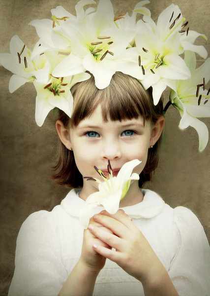 """sweetharmony - Young Girl with Lilies in White   <a href=""""http://sweet-harmony-photography.smugmug.com/Private/Dgrin/12147303_JFZub#902722200_eWhhS-A-LB"""" target=""""_blank"""">EXIF</a>"""