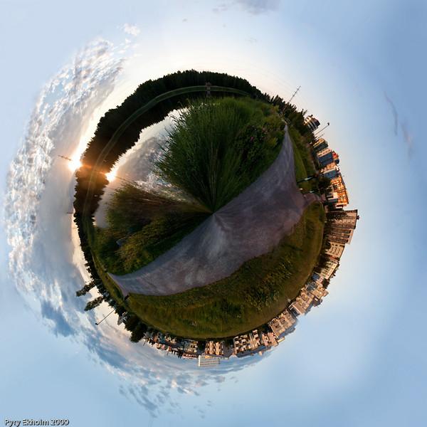 """pyry - Small world (<a href=""""http://dgrin.smugmug.com/gallery/8565009_rLiZ3"""">DSS Round #28: Circle or Square</a>)"""
