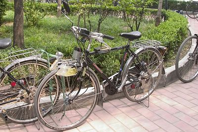 If you've got the time, check out this picture in a larger view - this thing is hopped up with an electronic gearshift, giant turning signals and a custom made seat.  The park was a showcase of the riced-out bikes.   Very cool.  Also interesting is the fact that the people with these bikes were the same ones singing Beijing Opera.