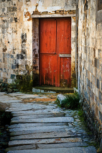 Alley to Red Door - Qiankou, China