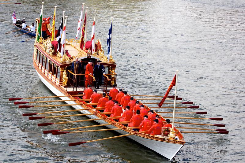 Royal rowbarge Gloriana leads the 2013 Tudor Pull under Kew Bridge.