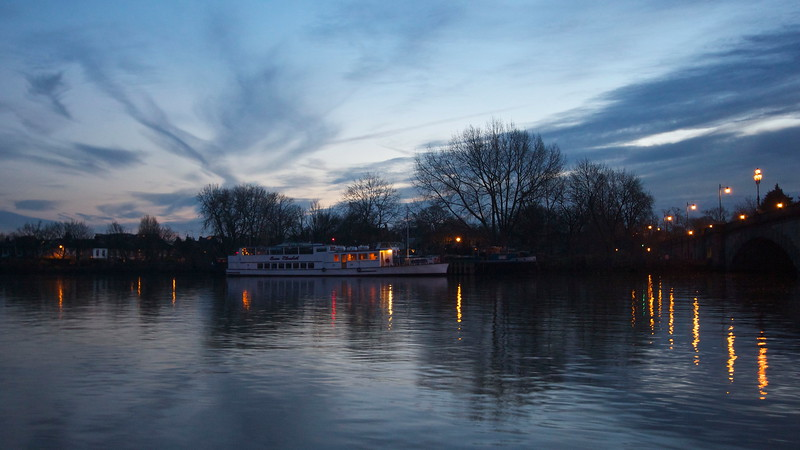 Autumn dusk at Kew Bridge.
