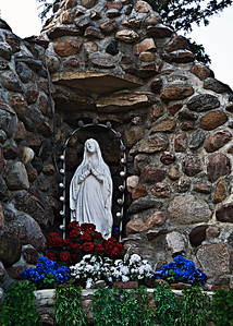 DSC07163  Grotto of Our Lady of Lourdes (Skaro Shrine)
