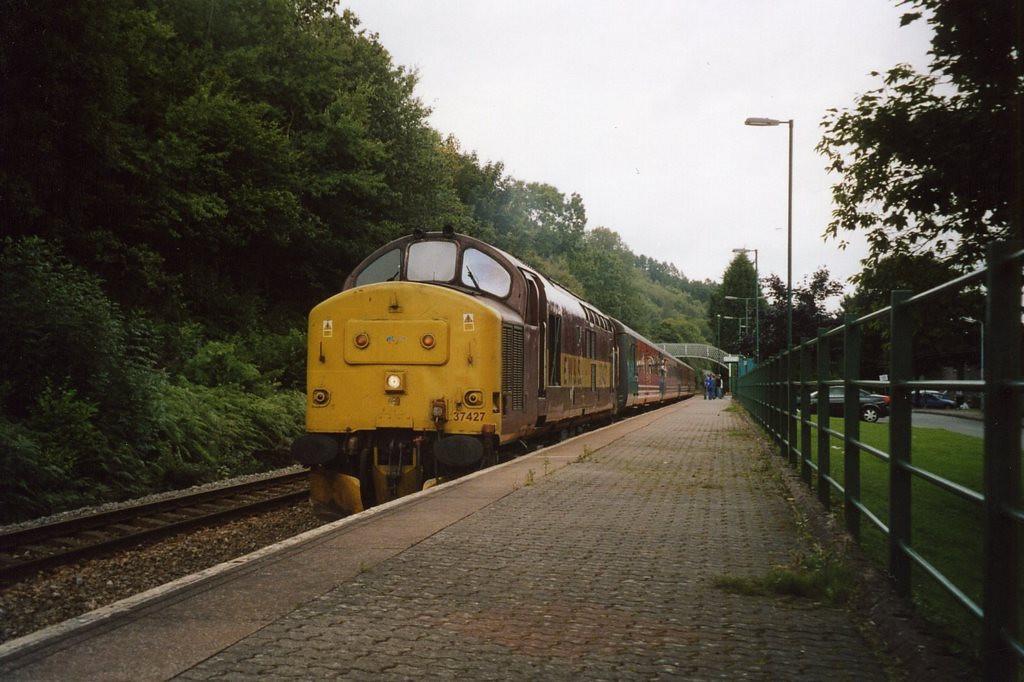 37427 at Llanbradach with a train from Rhymney. August 2005.