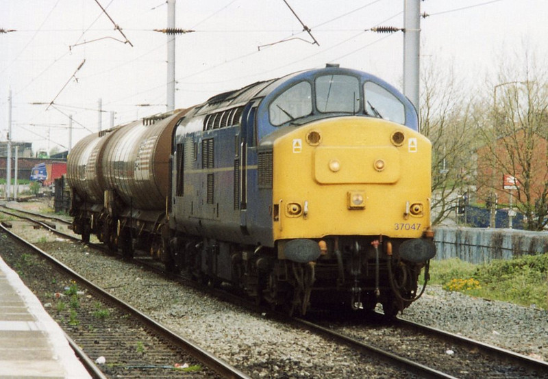 37047 at Warrington Bank Quay with the St Helens - Warrington. April 2000.