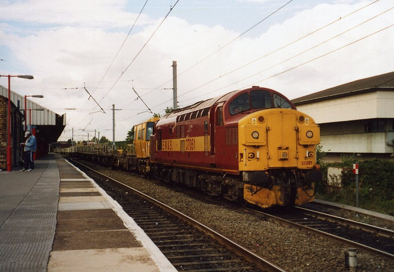 37051 at Warrington Bank Quay with 6K05 Carlisle - Crewe. August 2003.