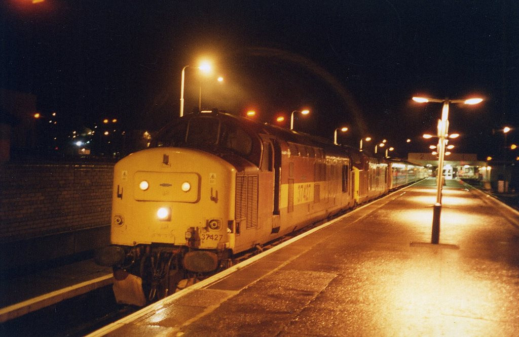 37427 and 37416, Fort William. November 2004.