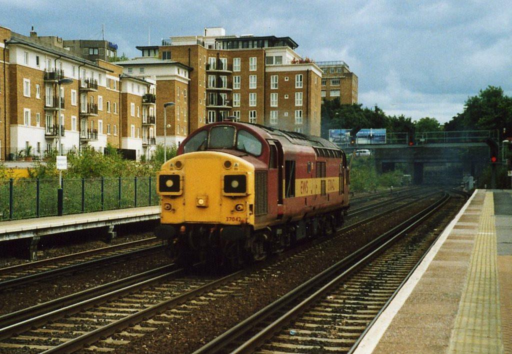 37042, Kensington Olympia. August 2001.