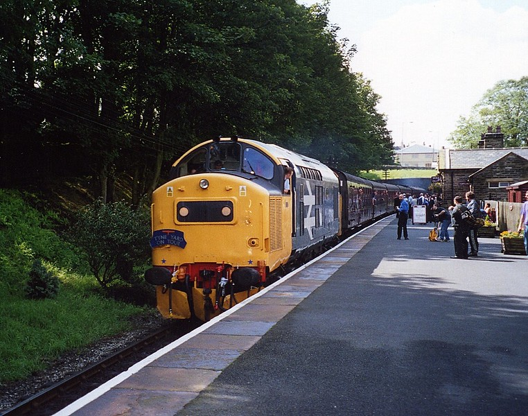 37190, Oxenhope. August 2002.
