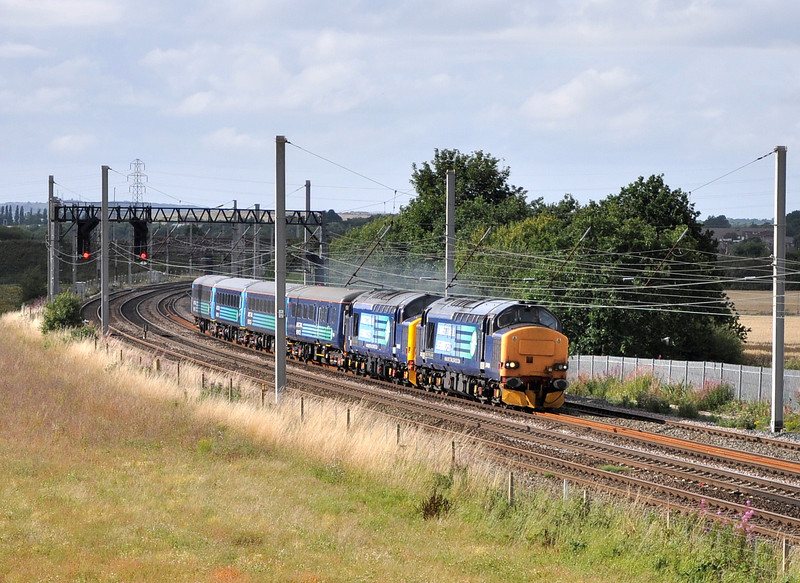 37423 and 37425, Winwick Junction. 21/08/13.