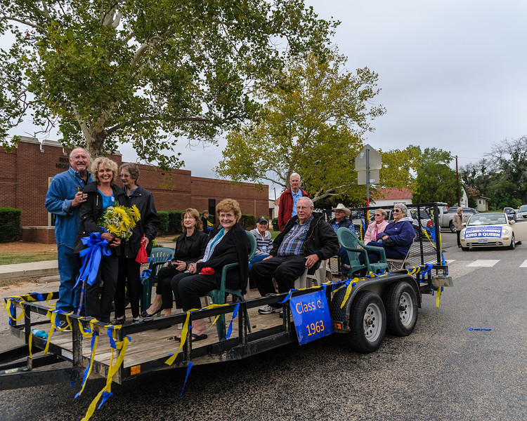 RSHS Class of 1963 Prepare to Ride in Homecoming Parade