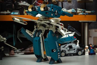 Yamato 1/48 Macross: Do You Remember Love VF-1S (Roy Focker) with Super & Strike Parts in Gerwalk Mode