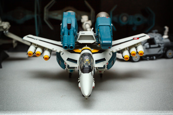 Yamato 1/48 Macross: Do You Remember Love VF-1S (Roy Focker) with Super & Strike Parts in Fighter Mode
