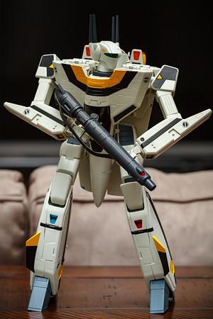 Yamato 1/48 Macross: Do You Remember Love VF-1S (Roy Focker) in Battloid Mode