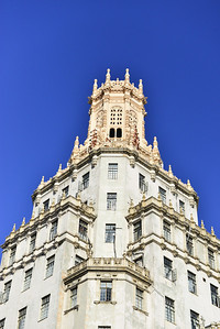 Chinese-influenced American architecture near the entrance to Chinatown, Havana