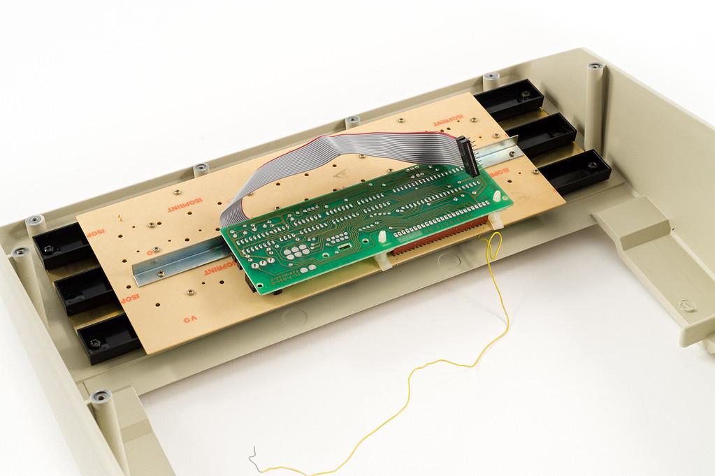 Apple ][ EuroPlus S/N IA252-696305. Keyboard assembly.