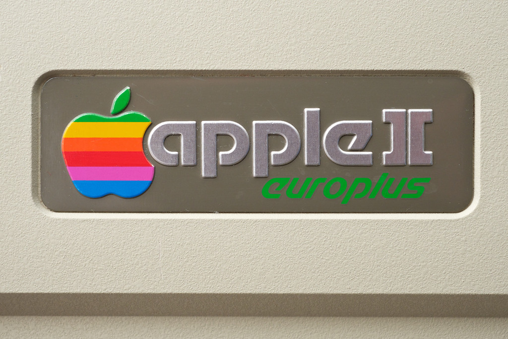 Apple ][ pictures. Apple ][ europlus logo, on the top of the computer case.