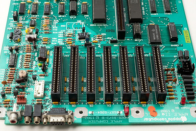 Apple ][ pictures. Apple //e connectors (Monitor, paddles, etc.).