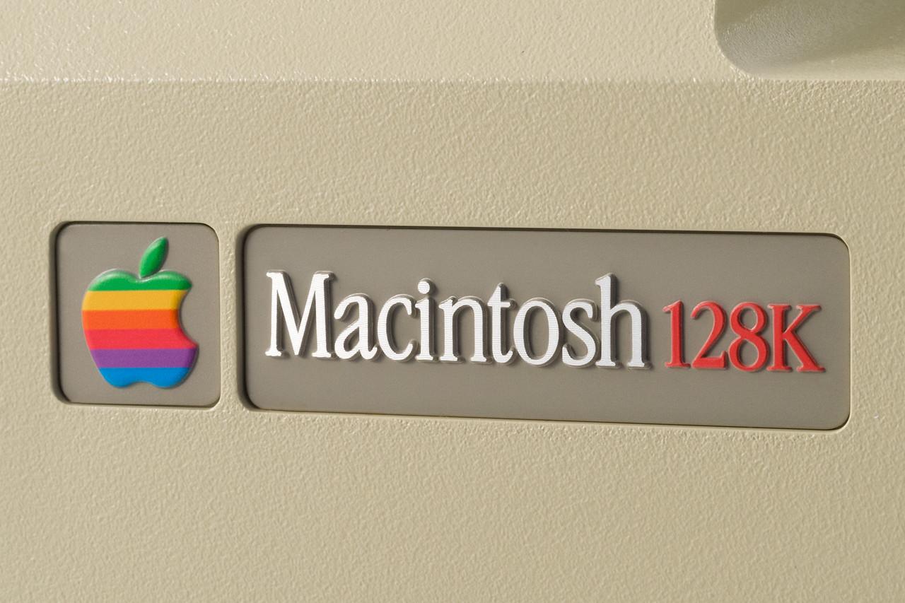 Macintosh 128K S/N F501100M0001P.