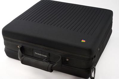 Valise Apple pour le Macintosh Portable, 1989.