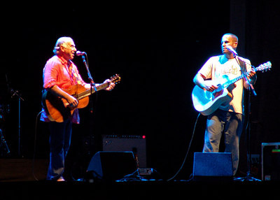 Jimmy Buffet joins Jack Johnson on stage at Northerly Island, Chicago 2005