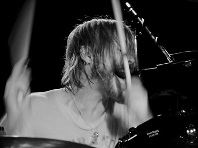 Taylor Hawkins of the Foo Fighters plays drums and sings with his new band,   & the Coattail Riders at the Double Door in Chicago   Taylor Hawkins & The Coattail Riders at Double Door, Chicago April 23, 2006