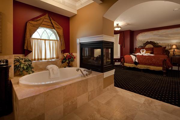 Vine & Roses Bed and Breakfast, Walla Walla, WA<br /> Burgandy Suite