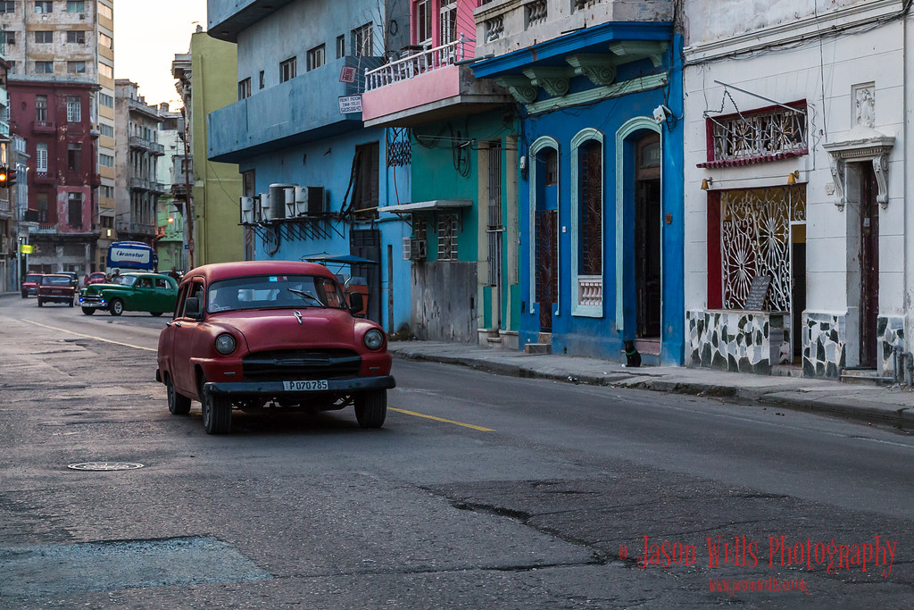 Daylight fading in Centro Havana