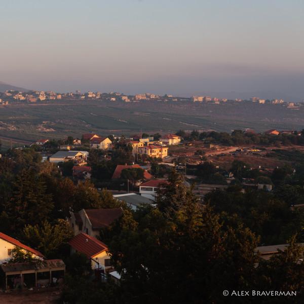 Metula - Kfra Kila, neighbors, 6 AM