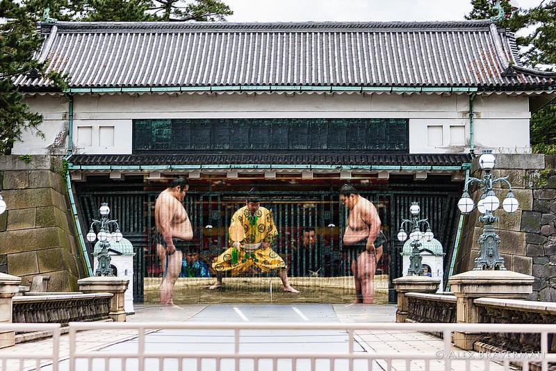 Suma wrestlers at the gate