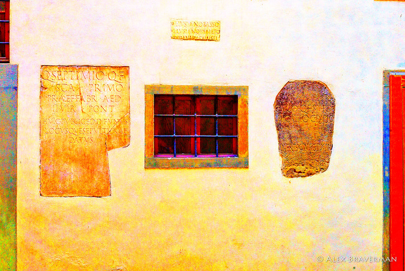 Casa Buonarroti, the inner yard with the writing on the wall